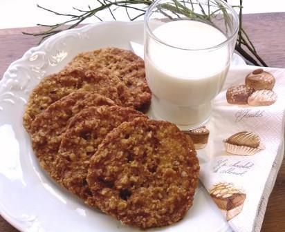 Kaura-kookoskeksit // Perinteinen kaurakeksi kookoshiutaleilla höystettynä #pikkuleivät http://www.raisionkeittokirja.fi/fi/resepti/-/p/kaura-kookoskeksit?reid=512793