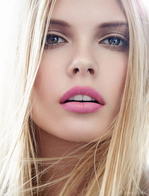 Pink lips and simple makeup
