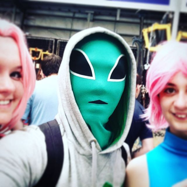 How I looked like in nerd conventions.. #AlienDude #nerdconvention