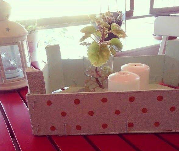Caja de frutas reciclada y decorada con pinturas para - Decorar una caja de fruta ...