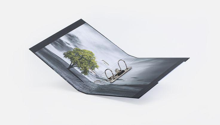 Neues Jahr, neues Produkt: Ordner mit Hebelmechanik mit Griffloch, Kantenschoner, Visitenkarten- und Dreiecktasche innen. Hier bestellen: https://www.viaprinto.de/ordner-hebelmechanik