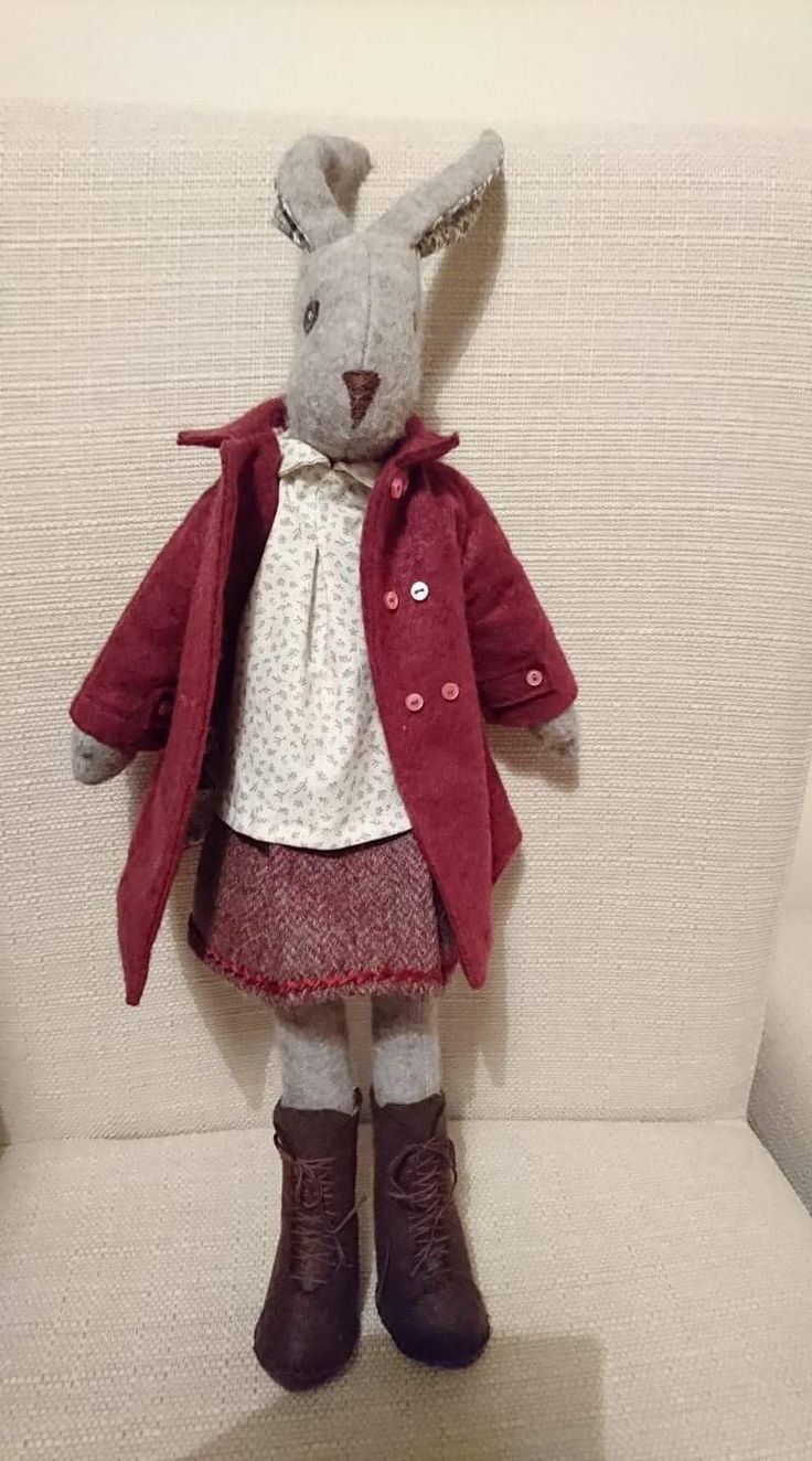 Alsion has shortened Lunas dress into a pretty top to wear with her tweed skirt #lovelunalapin #lunasbirthdaycompetition #coolcrafting