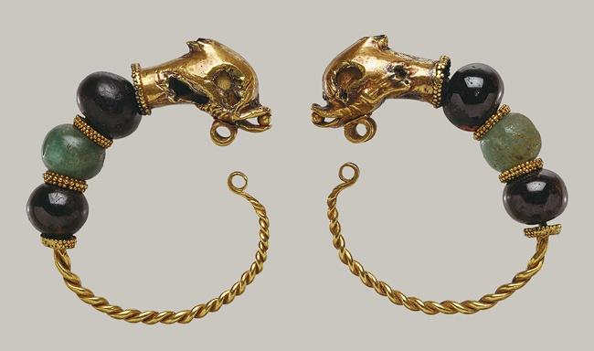 Pair of earrings, 2nd–1st century B.C.; Hellenistic  Greek  Gold, beryl, and garnet