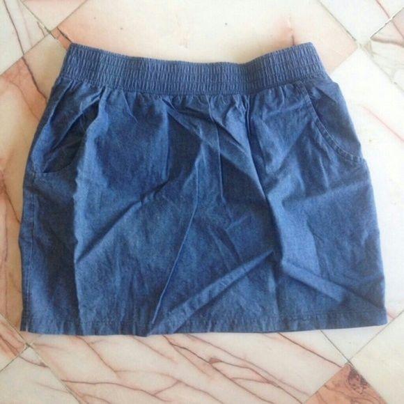 Forever 21 chambray skirt Forever 21 chambray skirt. Size medium. Has elastic waist and pockets. Very cute casual skirt. Forever 21 Skirts