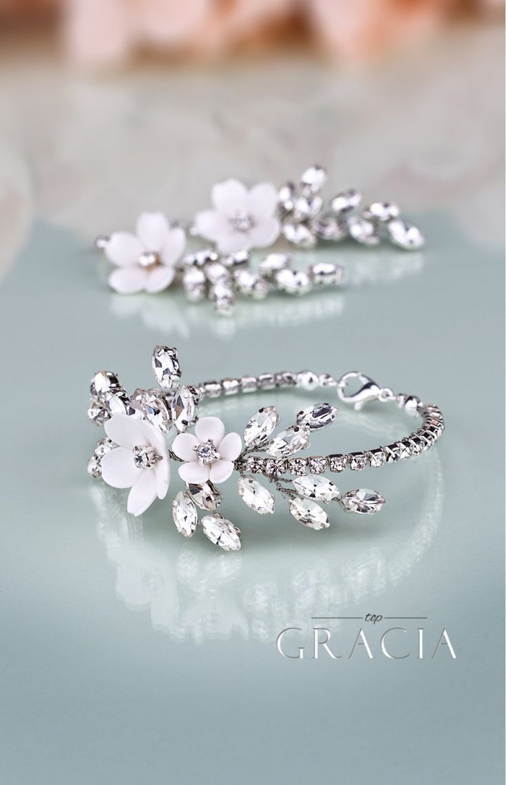 KORINNA Hochzeit Crystal White Flower Jewellery Set Braut Ohrringe und Armband   – Aceccoirs