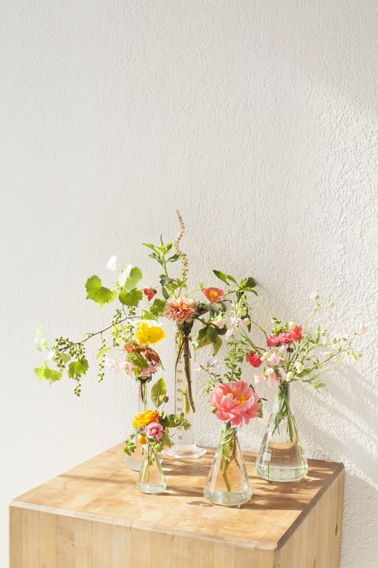 D E S I G N L O V E F E S T Oh this is beautiful! Fresh flowers displayed in scientific style glass