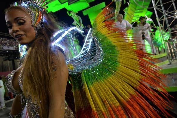 極彩色の羽根で情熱的にダンス!南米サンバのまとめ