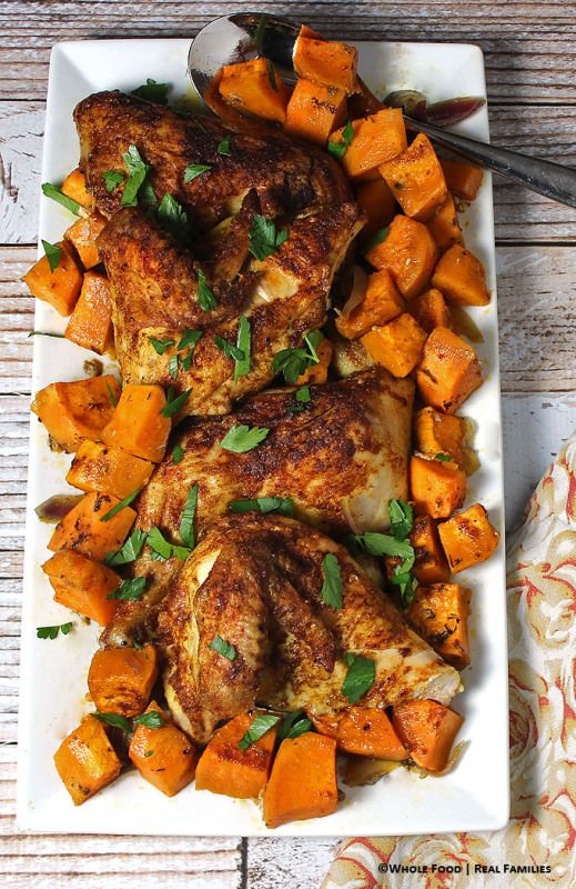 Warm Spiced Hühnchen über Sweet Potatoes.  Eine ganze Nahrung, gesundes Rezept.  Keine raffinierten Zutaten.