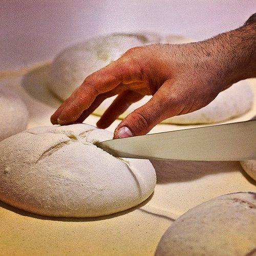 Preparando con tanta cura... #ilchiostropizzeria #pizza #verona @stefano_girardi
