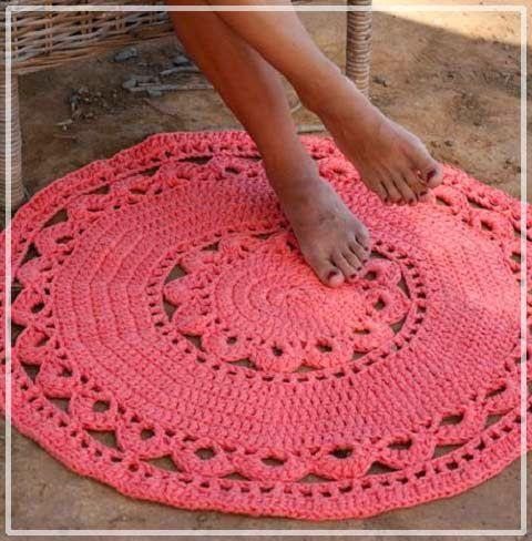 Царские круглые коврики-салфетки в современном интерьере