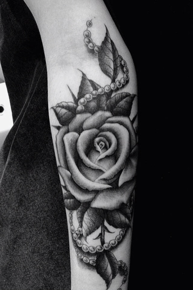 So Love this with the black and white and pearls. Would get it on me calf though