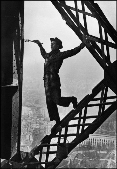 Marc Riboud´s photo of Zazou, the Eiffel tower´s painter, Paris, 1953.