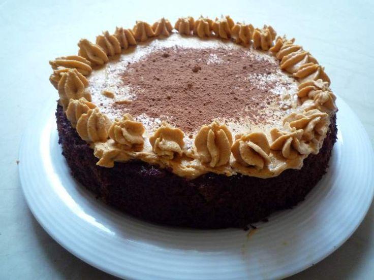 Kokosový dortík se švestkami a karamelovým krémem