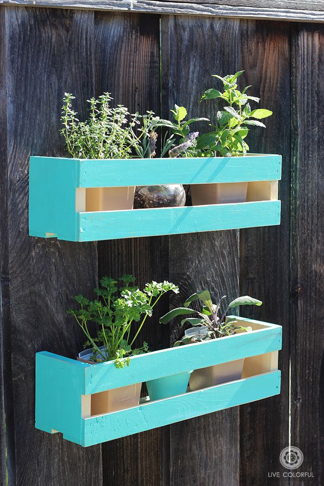 Let's PlantSomething today! This DIY wall herb garden project is really simple, cute and it doesn't take much space, which is great for small patios and terraces. You could also recreate the look for indoor spaces and add a few cacti and succulents! AD MrsMeyersInspires | LiveColorful.com