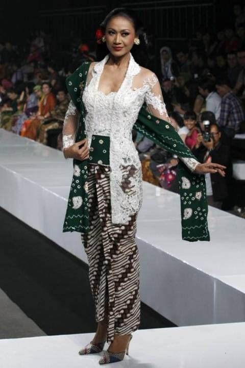 Kebaya kutu baru white and green