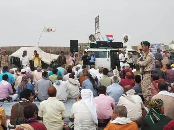 بعد قرار نقلهم الى مأرب عسكريون في عدن يحاصرون قيادة التحالف في البريقة Yemen