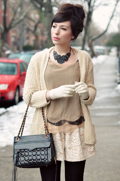 I want to get some pretty gloves right now!!! And also DIY a nice necklace like that!!!