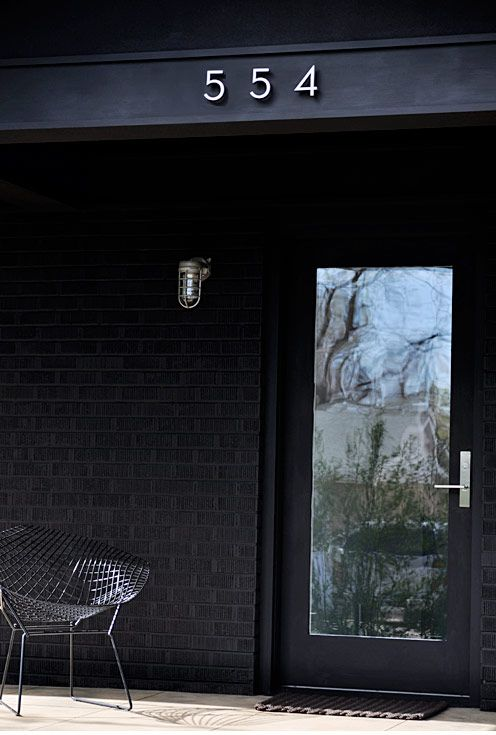 \\\ black \\\: Black Brick, Black Exterior, Dark Green Exterior Houses, Black Doors, Front Doors, Address Numbers, Black Houses, Houses Modern Facades, Houses Numbers