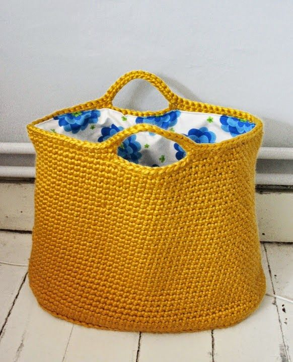 zdroj: polyvore.com   Líbí se Vám háčkované tašky? Teď je na ně ten správný čas. Léto je pro háčkované tašky jako dělané.   Takovýhle dopl...