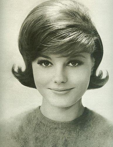 60s Women Hairstyles Retro Fashion