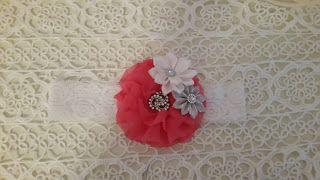 Headbandslatina              : Banda de encaje blando con flores blanca y plata