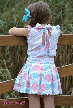 Blusa y Falda para niña Petitdudu  Descubre mas de los bebés en Somos Mamas.