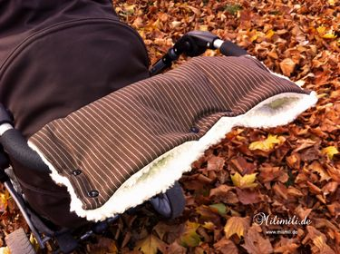 woah, keep your hands warm while walking with the stroller! That's something I my have to make for this winter.
