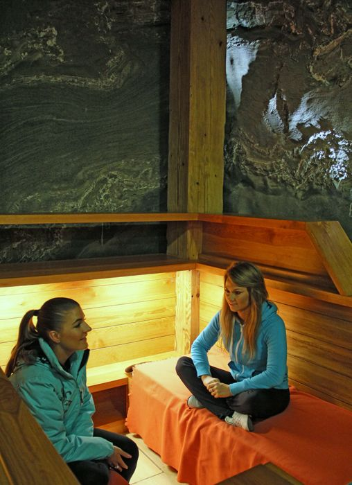 Overnight stays in the mine underground are a combination of a sleep-over in the particular, therapeutic microclimate of salt excavations and relaxation, mental and physical rest and unforgettable impressions.