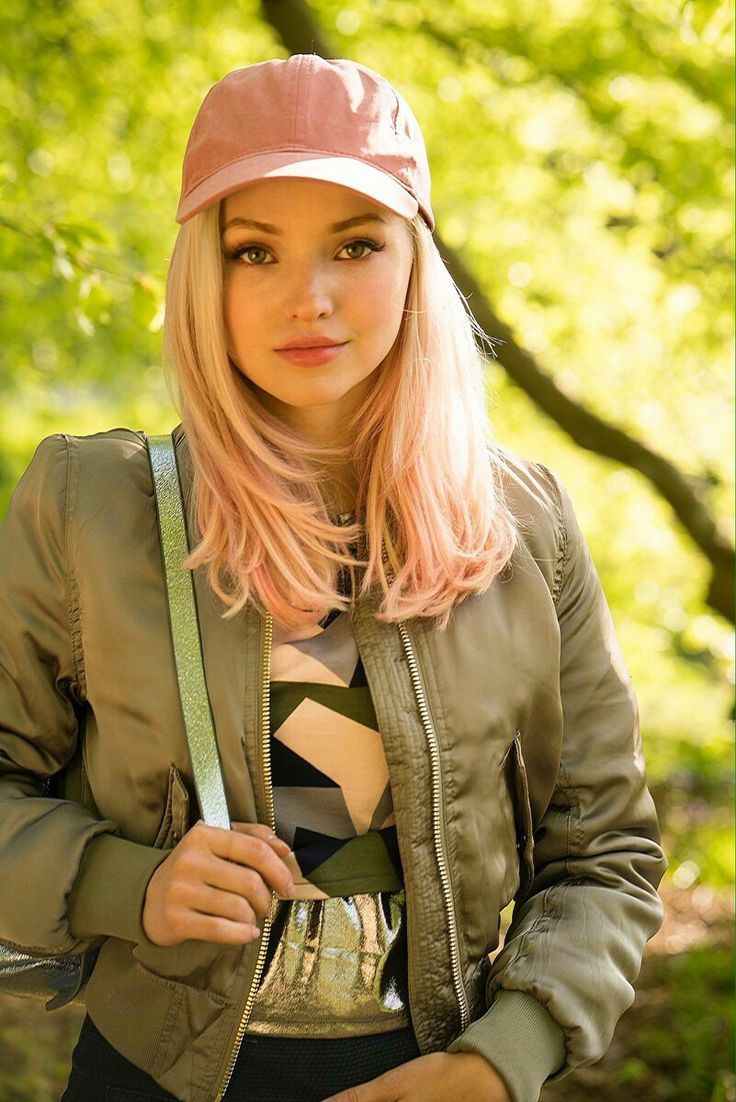 Dove Cameron will be guest starring as the confident & sporty Jess in new eps of #TheLodge2!