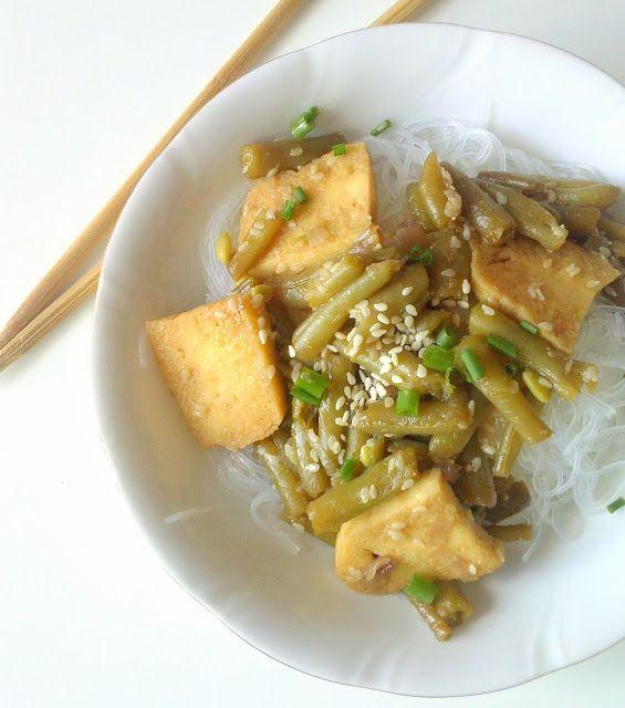 WEGANIZM UDOMOWIONY: Azjatyckie danie z tofu i fasolką szparagową