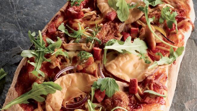 Pizza au poulet barbecue et au gouda fumé | Recettes | Signé M