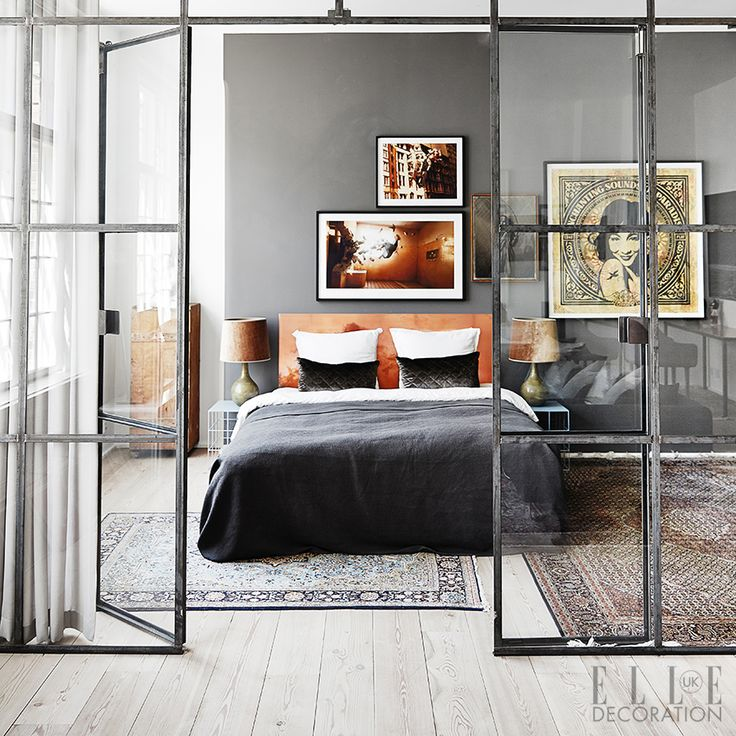 Steel-framed glazing, made popular in the Art Deco houses of the early 20th century, can be used to create internal dividing walls that close off a room while allowing light to flow throughout. Photography: Sisters Agency