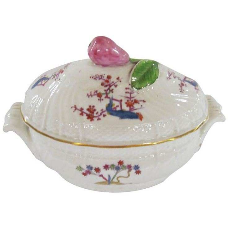 Antique English Caughley Porcelain Kakiemon Style Covered Sauce Tureen | From a unique collection of antique and modern tableware at https://www.1stdibs.com/furniture/dining-entertaining/tableware/