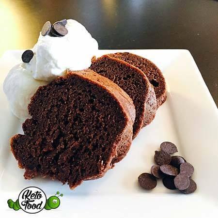 Dieser Schokokuchen bietet dir die perfekte Alternative zum herkömmlichen Trockenkuchen. Low carb, ketogener Schokoladenkuchen - solltest du probieren ;)