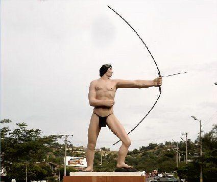 Ubicado en la glorieta de la Terminal de Transportes, al costado occidental donde inicia la avenida a Atalaya.Obra de Hugo Martinez, erigida en 1968, homenaje a la raza motilona.
