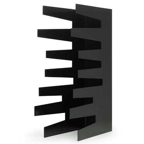 Het Born in Sweden Magazine rek heeft een speelse vormgeving met een stoer randje! #staal #zwart