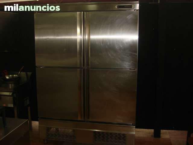 . Camara de frio, INFRICO, de cuatro puertas, acabado en acero inox con control de la temperatura digital.Las dimensiones son 138 x 203.