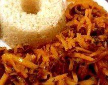 OLLUQUITO CON CHARQUI  Este plato  es uno de los más representativos, ya que tiene dos ingredientes que son exclusivamente peruanos: olluco, un tipo de papa que crece en los andes y charqui, carne seca de llama o alpaca, los cuales son productos propios del Perú. Es un platillo típico de la sierra peruana.