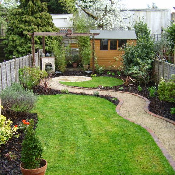 love the curved lines of this long narrow garden