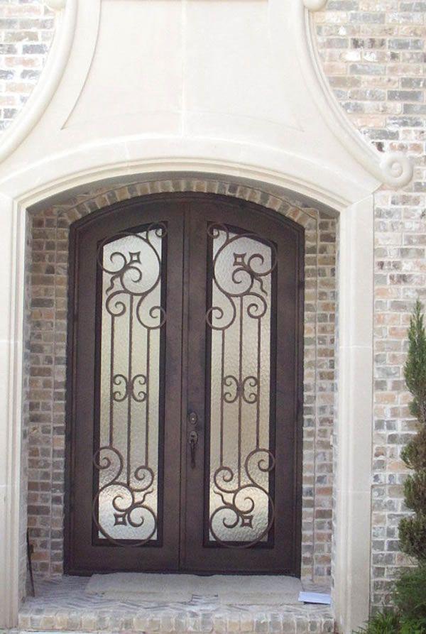 M s de 25 ideas incre bles sobre puertas de hierro forjado for Puertas de vidrio para entrada principal