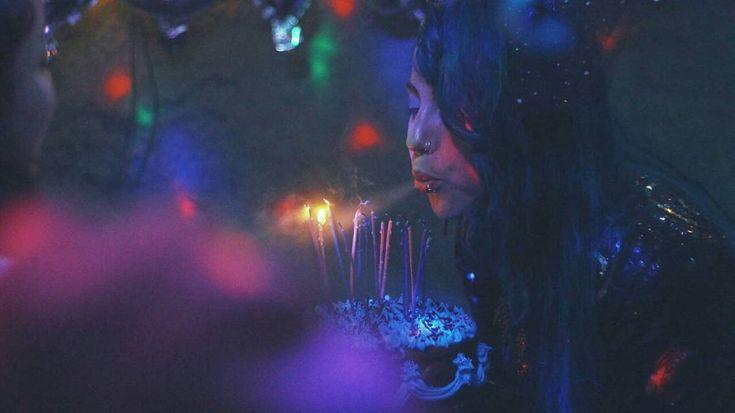 Best Birthday eveer! 80's forever! Lo pasamos super bieen muchas gracias a todos por veniir estuvo muy buena la celebración con las 55 almas que vinieron a compartir  gracias a todos por darse el tiempo y por los regalitos amé todoo muchi! @papafritologia te pasaste con las fotitos  Soy muy feliiiiz  lvl up27!  #party #birthday #happybirthday #partynight #celebration #80s #frienship #costumeparty