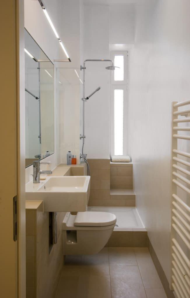 Finde Moderne Badezimmer Designs Bad Entdecke Die Schonsten Bilder Zur Inspiration Fur Die Gestaltung Deines In 2020 Badezimmer Klein Badezimmer Schmales Badezimmer