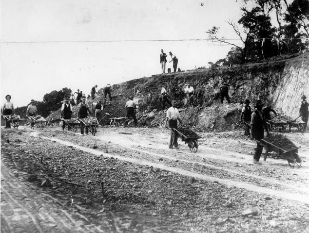 """Workers constructing the Yarra Boulevard, Kew, Victoria. It was built by sustenance workers and hence it was known as """"Susso Drive""""."""