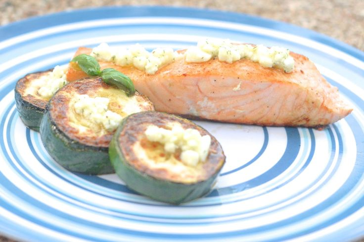 Grilled salmon and zucchini with feta marinade