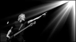 Roger Waters: Us + Them - A Pink Floyd évektől egészen az új albumig