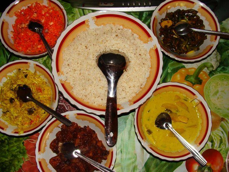 スリランカの代表料理ライス・アンド・カレー Sinhalesische Küche in Galle (2012) ◆スリランカ - Wikipedia http://ja.wikipedia.org/wiki/%E3%82%B9%E3%83%AA%E3%83%A9%E3%83%B3%E3%82%AB #Sri_Lanka