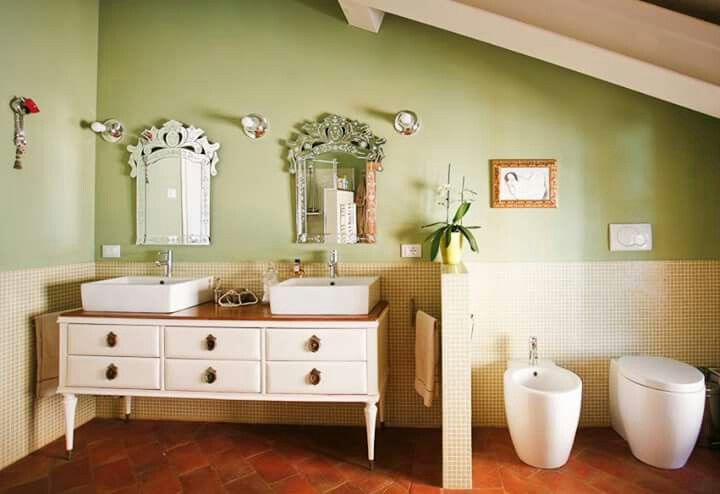 Il bagno verde,con specchi veneziani
