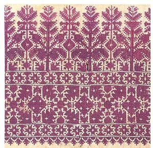 Terz el fassi ou el Ghorza (Fès). Broderie à fils comptés au point de trait diagonal, horizontal et vertical. Monochrome (bleu, rouge vif, grenat, noir), sur des linons ou cotons souples et brillants à fils très fins. Fine bordure de minuscules motifs géométriques floraux/ arborescents + bandeau large. Végétation géométrisée sur ligne brisée + frise terminale à motif pyramidal. Autres petits motifs sur le reste du tissu. Décoration intérieure, pièces de parure et accessoires féminins.