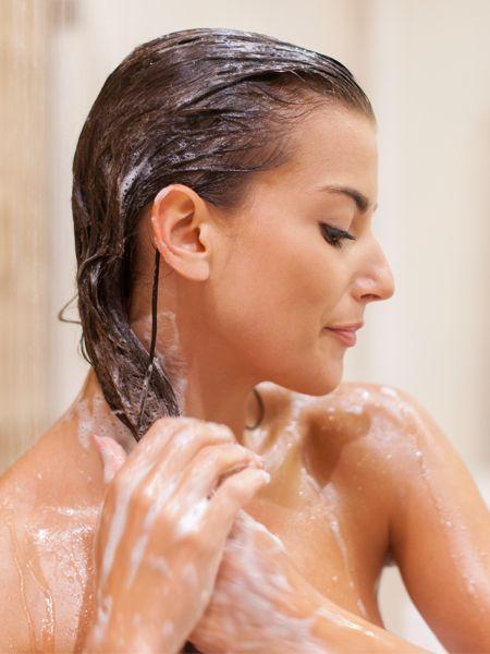 Eier, Bier oder Olivenöl - es gibt jede Menge Alternativen zu chemischen Shampoos. Aber von dieser einen Zutat zum Haare waschen haben wir