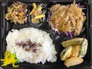 平成28年10月14日(金)ランチメニュー:チキンソテー/天ぷら/春雨酢の物/根菜きんぴら